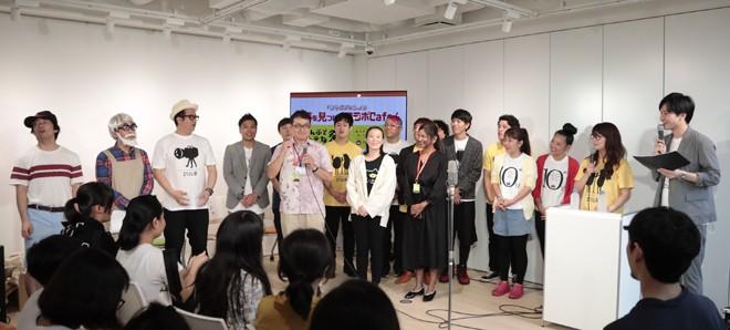 芸人たちも登場した「沖縄ラフ&ピース専門学校」のワークショップ。地域の子どもたちも大勢参加した