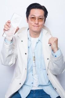 「助演男優賞」を受賞した井浦新