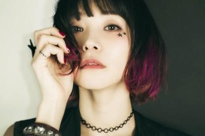 初のベストアルバムがオリコン週間1位、2位を獲得、25日(金)に『MUSIC STATION』(テレビ朝日系)に出演するLiSA