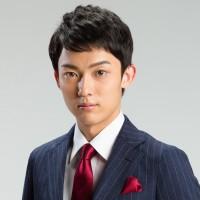 """20歳の新人・辰巳ゆうと、""""演歌ストリートライブ""""で磨いた腕と度胸"""