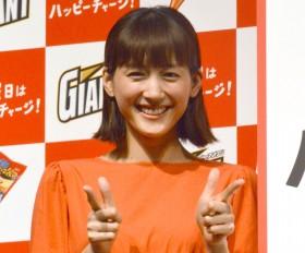 """""""アルパカ姿""""も話題、綾瀬はるかがデビュー18年でも変わらずCM起用続くワケ"""