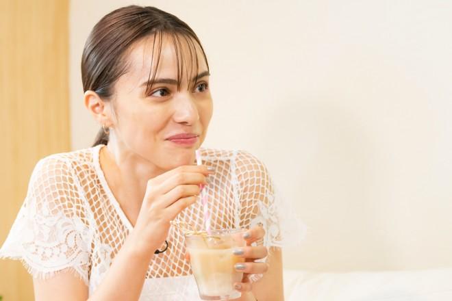 チーズと紅茶の相性の良さに驚いたニーナ