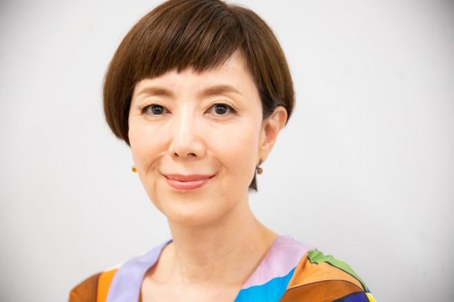 戸田恵子(衣装クレジット トップス: ブラックムートン、ピアス: イマック)