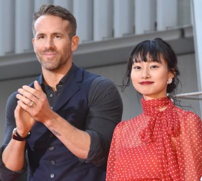 映画『デッドプール2』で共演、デッドプールを演じたライアン・レイノルズと、レズビアンキャラを演じた忽那汐里 (C)ORICON NewS inc.