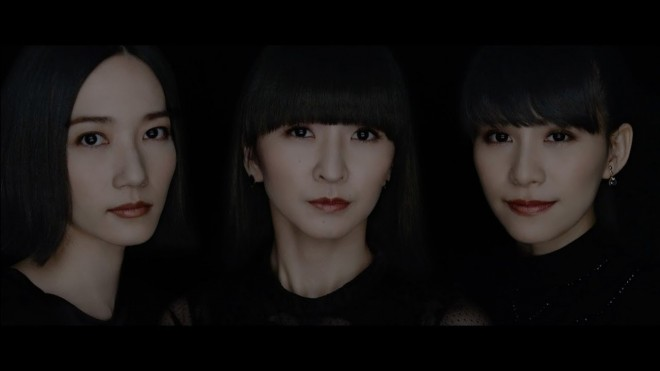 コーヒーのCMなので、Perfumeの3人は黒ずくめの衣装で登場する