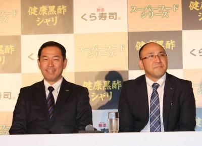 (左から)くら寿司 常務取締役の久宗裕行さんと商品開発の松島由剛さん