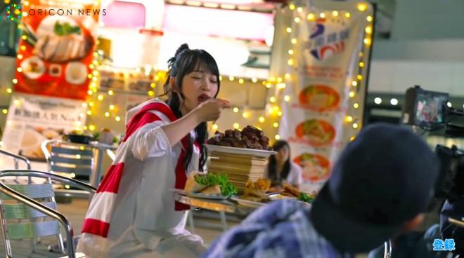(CMメイキングシーン)実際に大きな肉をガッツリ食べる川栄李奈