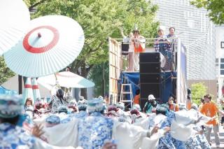 『第65回原宿表参道スーパーよさこい2018』に出演したイクマあきら