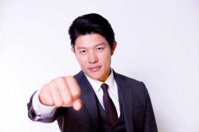 拳を握った熱い指導が似合いそうな鈴木亮平