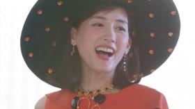ドッキリに気づき笑みをこぼす綾瀬はる