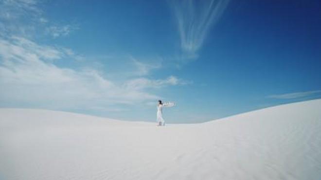 アメリカ・ニューメキシコ州の砂漠で撮影された今作のCM