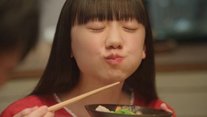 表情豊かな演技を見せている芦田愛菜