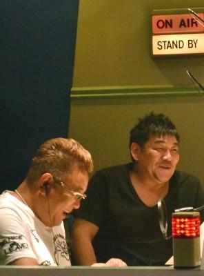 『週刊ラジオジャンプ』収録風景(左:伊達みきお/右:富澤たけし)