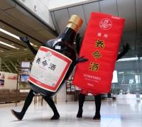 """ゴルゴにAI…伝統の『養命酒』がなぜか攻めてる!? SNSで""""バズるプロモ""""で若年層売上が120%に"""