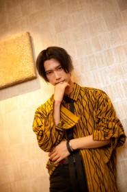 志村禎雄…モデル、俳優、音楽グループXOXのメンバー。特技はダンス、タガログ語。
