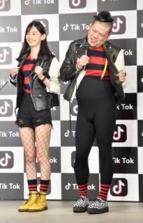 TikTokのCM発表イベントにて、お笑い芸人のくっきーと2ショット