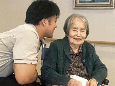 笑顔の絶えない日野さんと板倉さんの会話