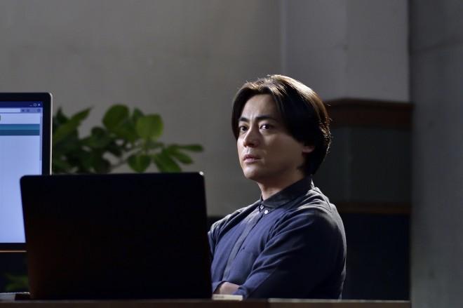 撮影現場でもできるだけ車椅子から降りないようにしていたと語る山田孝之『dele』(C)テレビ朝日
