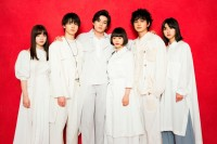 杉咲花ら『十二人の死にたい子どもたち』若手オールスター6人勢揃い 楽屋で囲まれる360度動画公開