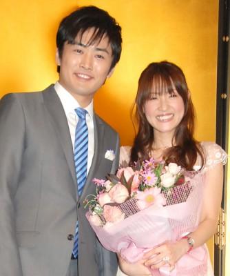 劇団ひとり&大沢あかね夫妻(2009年2月結婚会見より) (C)ORICON NewS inc.