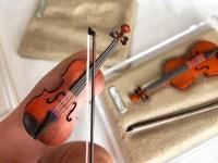 精巧すぎ…指先サイズのバイオリンに驚きの声、こだわりは「本物とほぼ同じ材料と構造」