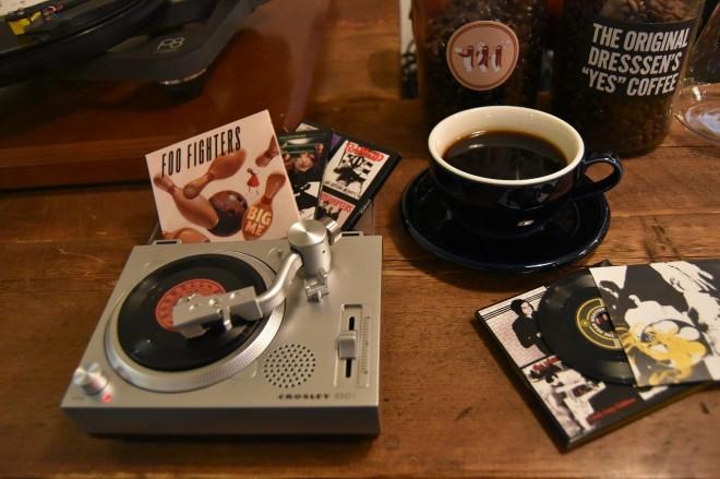 限定アイテムとして発売される「RSD3」。コーヒーカップを見てもらえばそのサイズ感がわかる。