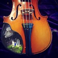 """バイオリンの中の""""鉱物ジオラマ""""に反響、制作者明かすコンセプトは""""明け方の夢"""""""