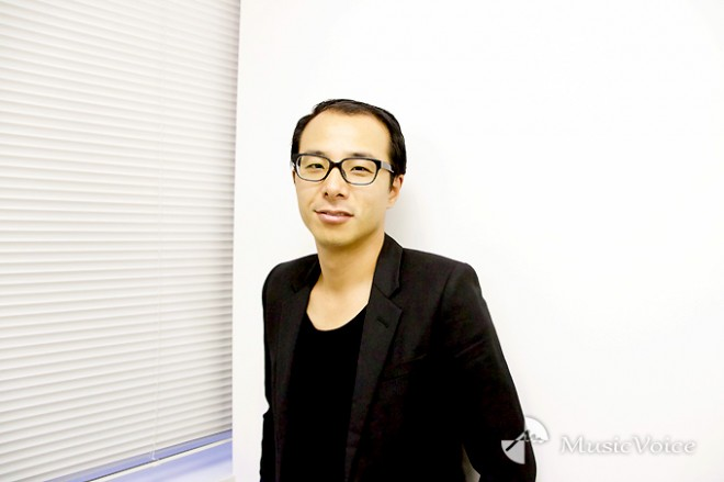 小?大輔氏(C)MusicVoice