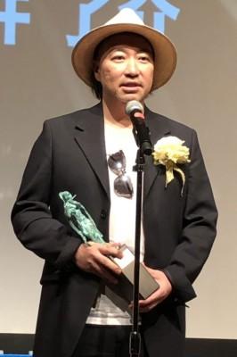 『2019年 JASRAC賞』贈呈式の様子、金賞を受賞した安室奈美恵さん「Hero」の作詞・作曲を手がけた今井了介氏