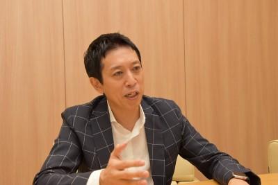 越川慎司氏