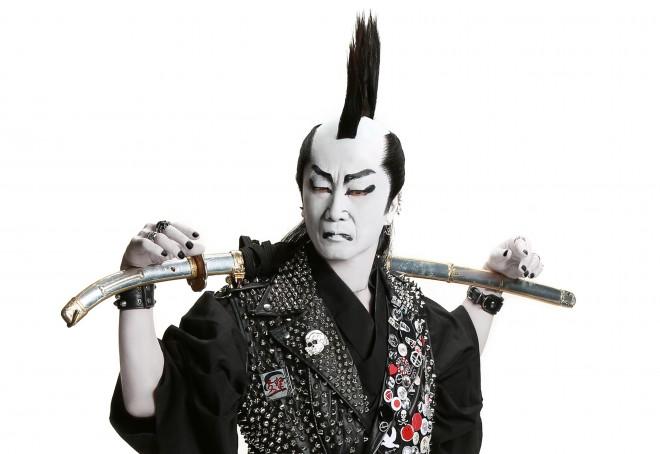 山田かつら代表取締役社長・久間康司氏が扮する大武辺者