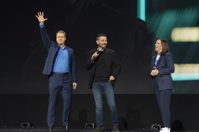(左から)アラン・テュディック、ディエゴ・ルナ、キャスリーン・ケネディ社長(C)2019 Getty Images