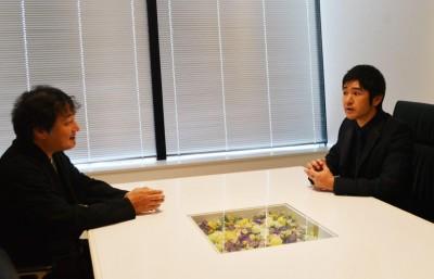 円谷プロのプロデューサー・隠田雅浩氏(左)との対談を実施
