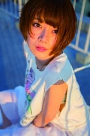 橋本奈々未の1st写真集『やさしい棘』