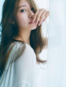 元乃木坂46・桜井玲香の2nd写真集より『視線』