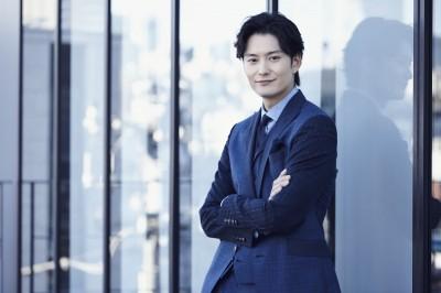 爽やかでチャーミングな笑顔が魅力の岡田将生(写真:Tsubasa Tsutsui)