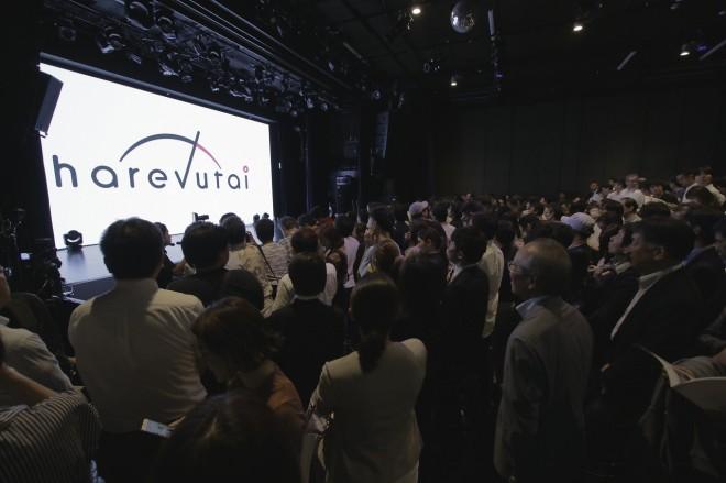 熱気に包まれたイベント開演前のharevutaiライブスペース