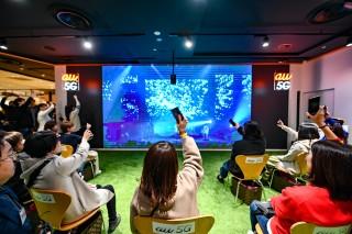 この日はライブ会場とKDDI直営店「au SHIBUYA MODI」をau 5Gで繋ぎ、5G時代の新型ライブをいち早く体験