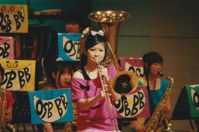 中学・高校で吹奏楽部に所属し、トロンボーンを演奏