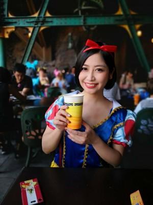 昨年のハロウィンでは「白雪姫」の仮装でディズニーランドへ!