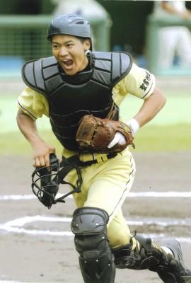 中学・高校では野球部に所属し、キャッチャーとして活躍