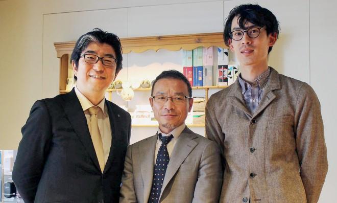 (写真左から)JTの荒木隆史さん、古越雅之さん、黒髪祥さん