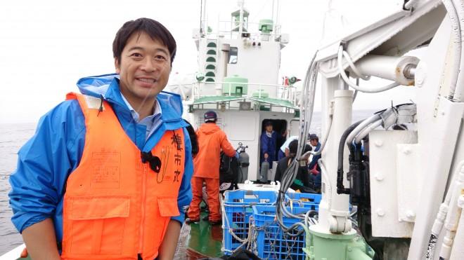 『あまちゃん』で話題になった「南部ダイバー」を取材する山田さん