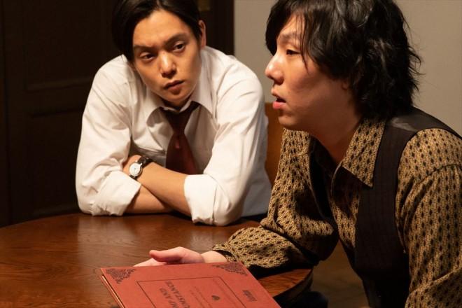 同期の作曲家・木枯(野田洋次郎)と親交を深める裕一(窪田正孝)(C)NHK