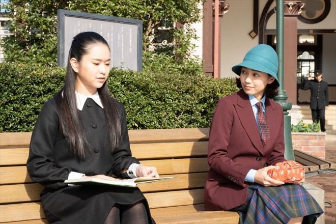 音(二階堂ふみ)の良きライバルとなる夏目千鶴子(小南満佑子)(C)NHK