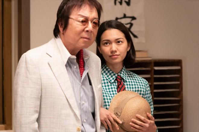 契約料の件で廿日市(古田新太)と交渉する音(二階堂ふみ)(C)NHK