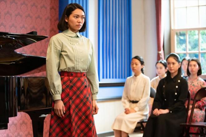 音(二階堂ふみ)は音楽学校の記念公演「椿姫」の主役選考会にチャレンジする(C)NHK