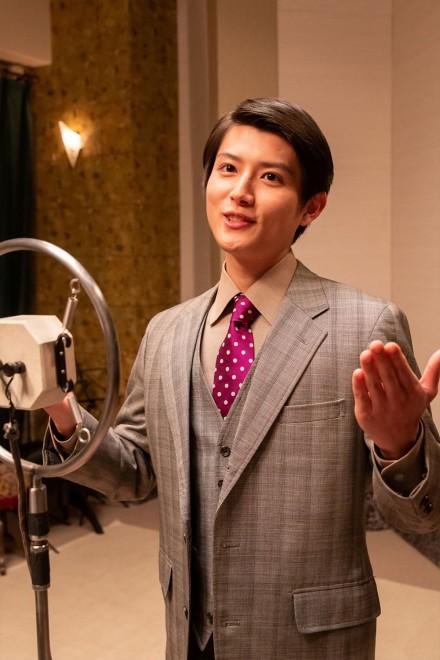 父は帝都ラジオの会長という御曹司、寅田熊次郎(坪根悠仁)(C)NHK