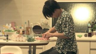 第25話で手料理のリベンジに挑む流佳(C)フジテレビ/イースト・エンタテインメント