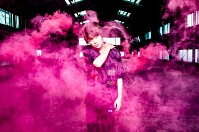 デビュー作「inside you」のプロデュースを行ったONE OK ROCKのToru